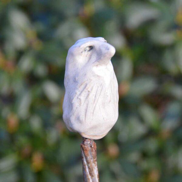 Fågel i stengods till trädgården